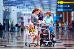 Porównanie ofert linii lotniczych dla podróżujących zdziećmi