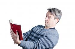 Jak objawia się starczowzroczność ?