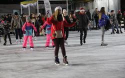 Gwiazdy zMikołajem otworzyły sezon na lodowisku