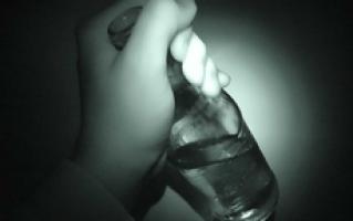 Pijany ojciec ,,opiekował się'' trójką małych dzieci…