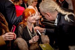 Barbara Krafftówna zPlatynowym Szczeniakiem 8.FAF za wybitne osiągnięcia waktorstwie filmowym