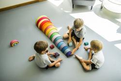 Dlaczego drewniane zabawki to doskonały prezent na gwiazdkę? Oto 9 powodów