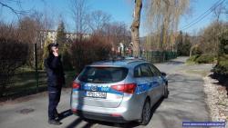 Ostatniej doby policjanci sprawdzili prawie 150 tys. osób poddanych kwarantannie; 700 naruszeń