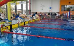 Grad medali młodych legnickich pływaków. Gratulujemy