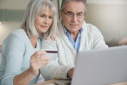 Załatwianie spraw przez Internet? Przepaść między seniorami a młodszym pokoleniem