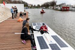 Łódź solarna zPWr po pierwszych testach na Odrze
